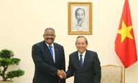 Truong Hoà Binh reçoit le président du tribunal suprême de Cuba