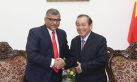 Truong Hoa Binh reçoit Sundaresh Menon