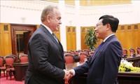 Pham Binh Minh reçoit une délégation d'hommes d'affaires américains