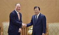 Le vice-Premier ministre Trinh Dinh Dung recoit le directeur général de Gen X Energy