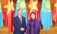 Le chef de la chambre basse kazakh termine son séjour au Vietnam