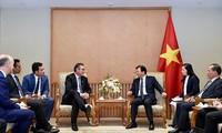 Trinh Dinh Dung reçoit le directeur exécutif du groupe Mainstream