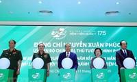 Nguyên Xuân Phuc visite l'hôpital militaire 175