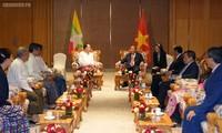 Nguyên Xuân Phuc rencontre le président de l'Association d'amitié Myanmar-Vietnam