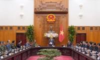 Nguyên Xuân Phuc reçoit les ministres laotien et cambodgien de la Défense