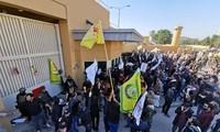 Irak : l'ambassade des États-Unis attaquée par des manifestants à Bagdad