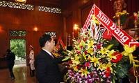 Vuong Dinh Huê rend hommage au Président Hô Chi Minh