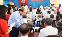 Nguyên Xuân Phuc remet des cadeaux de Têt aux familles méritantes et aux ouvriers à Trà Vinh