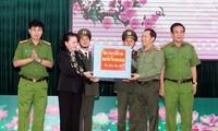 Nguyên Thi Kim Ngân présente ses vœux de Nouvel an à la police de Dak Lak