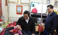 Pham Minh Chinh rend visite aux invalides de guerre de Thuân Thành
