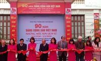 Vernissage de l'exposition sur les 90 ans du Parti communiste vietnamien