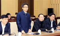 Vu Duc Dam discute avec les autorités de Vinh Phuc de la prévention du coronavirus