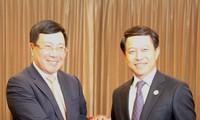 Le chef de la diplomatie vietnamienne rencontre ses homologues chinois et laotien