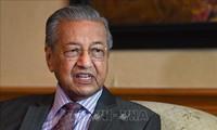 Malaisie: le Premier ministre démissionne et retrouve son poste par intérim
