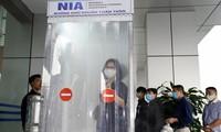 L'aéroport international de Nôi Bài installe une cabine de désinfection corporelle