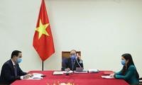 Conversation téléphonique entre Nguyên Xuân Phuc et Moon Jae-In sur le Covid-19