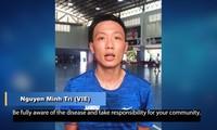 Le premier joueur vietnamien de futsal participe à une campagne contre le covid-19