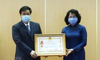 Covid-19: Dang Thi Ngoc Thinh rencontre des unités exemplaires du secteur de la santé