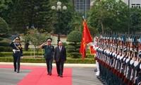Nguyên Xuân Phuc rend visite au commandement de l'Armée de l'air