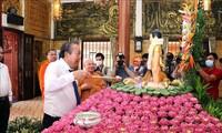 Truong Hoà Binh présente ses vœux à l'occasion du Vesak à Hô Chi Minh-ville