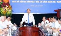 Nguyên Xuân Phuc présente ses vœux au journal Nhân Dân