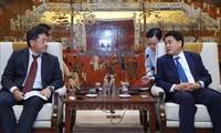 Nguyên Duc Chung reçoit le nouveau directeur de JICA Vietnam