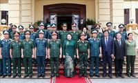 Nguyên Thi Kim Ngân rend visite à l'Armée de l'air et de défense aérienne