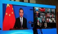 Le chef de la diplomatie chinoise appelle à une « énergie positive » avec les USA
