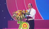 Nguyên Xuân Phuc à la Journée traditionnelle des jeunes volontaires du Vietnam