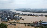 Inondations meurtrières dans le centre de la Chine et en Indonésie