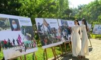 Exposition de photos sur la prévention et la lutte contre le Covid-19 au Vietnam