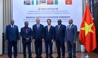 Covid-19 : Remise d'équipements médicaux aux pays africains