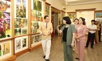Dang Thi Ngoc Thinh visite la société Trâm Huong Khanh Hoà