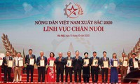 Honorer 63 agriculteurs exemplaires du Vietnam en 2020