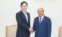 Nguyên Xuân Phuc reçoit le vice-président du groupe Samsung