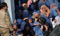 Combats armés et bousculade sanglante en Afghanistan