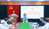 Truong Thi Mai rencontre les dignitaires religieux parlementaires