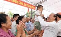 Nguyên Xuân Phuc à la Journée de la grande union nationale à Hai Duong