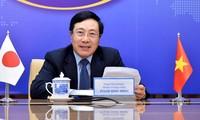 Pham Binh Minh s'entretient au téléphone avec le gouverneur de la préfecture de Gunma (Japon)