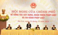 Nguyên Xuân Phuc à la conférence sur le perfectionnement du système juridique