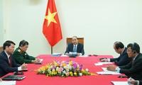 Nguyên Xuân Phuc et Hun Sen s'entretiennent au téléphone