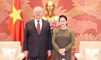 L'ambassadeur de Russie sortant reçu par Nguyên Thi Kim Ngân