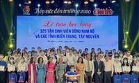 Hô Chi Minh-ville: remise de bourses à 325 nouveaux étudiants en difficultés