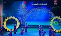 Programme artistique saluant le succès du 13e Congrès national du PCV