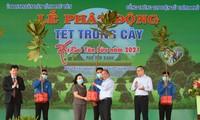 Nguyên Xuân Phuc lance la campagne de plantation d'arbres du printemps à Bên Tre