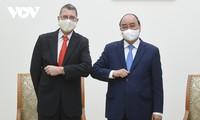 Nguyên Xuân Phuc reçoit l'ambassadeur d'Autriche et le directeur d'AT&S