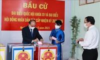 Des médias japonais couvrent les élections au Vietnam