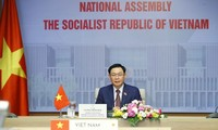 Vietnam-Cambodge: entretien entre Vuong Dinh Huê et Heng Samrin