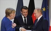 Emmanuel Macron estime vital de «trouver des règles communes de relations avec la Russie»