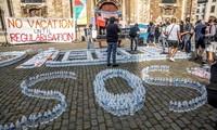 Bruxelles: après deux mois de grève de la faim, 450 sans-papiers suspendent leur mouvement